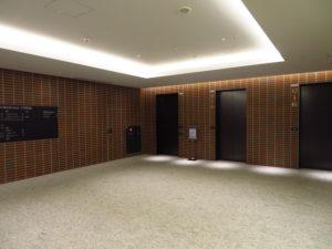 B1F オフィス専用エレベーターで12Fへ