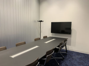 会議室は別途費用と予約が必要
