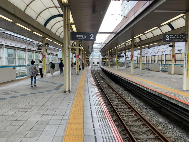 市役所は桜木町駅の南側です